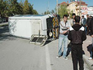 Öğrenci servisi ile kamyonet çarpıştı