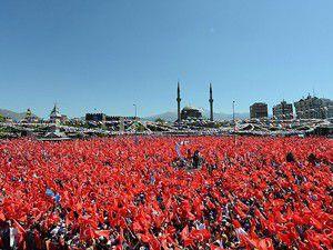 Başbakan 10 binlerce kişiye seslendi