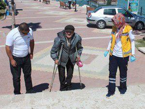 Yaşlı adamın yaşamı yürek burkuyor