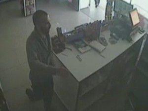Güvenlik kamerası hırsızı ele verdi