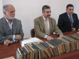 Eski bakan kitapları Konyaya bağışladı