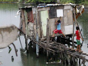 Kasırga bin 600 kişiyi evinden etti