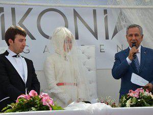 Başbakan Yardımcısı Konyada nikah kıydı