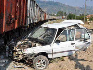 Konyada yük treni ile otomobil çarpıştı