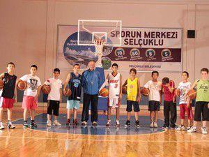Yaz spor okullarında eğitimler devam ediyor