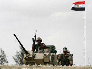 Mısırda tanklar meydanlara indi