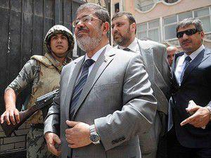 Gözaltına alınan Mursi ev hapsinde tutulacak