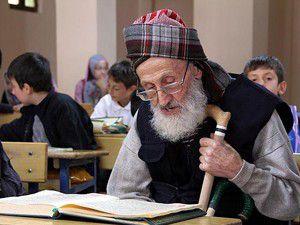 100 yaşında Kuran-ı Kerim öğreniyor