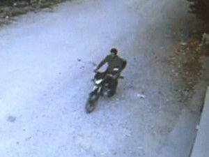 Motosikletteki benzinle iş yeri kundakladı