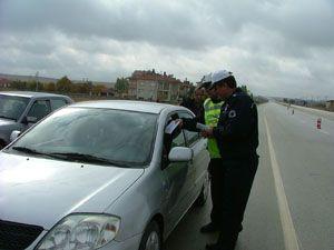 Trafik ekipleri sürücüleri broşürle uyardı