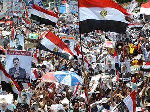 Mısırda iki tarafta meydanlarda