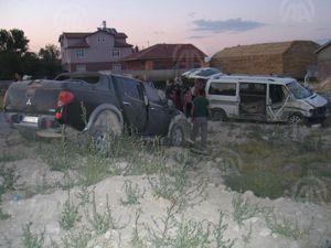 Kamyonetle minibüs çarpıştı 9 yaralı