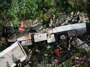 İtalyada otobüs kazası: 37 ölü