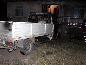 Kendiliğinden hareket eden kamyonet evi yaktı
