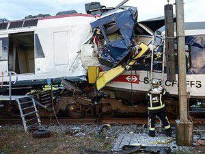 İsviçrede tren kazası: 35 yaralı