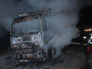 Konyada kamyon alev alev yandı