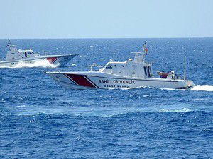 Egede kaçakları taşıyan sürat teknesi battı