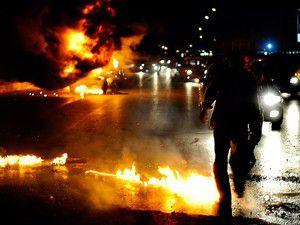 Mısırda demokrasi yanlılarına saldırı: 100 yaralı
