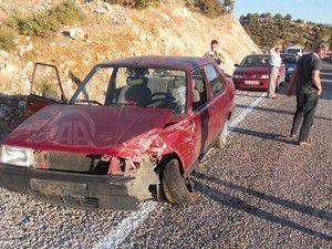 Konyada iki araç çarpıştı 8 yaralı