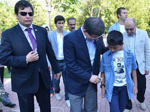 Davutoğlu Taşkentte hemşehrileriyle bayramlaştı