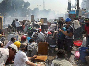 Mısırda 1 ay sokağa çıkma yasağı!