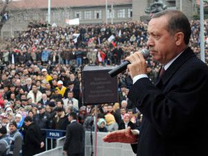 Erdoğan; İmkanları olsa yolları rulo yapacaklar