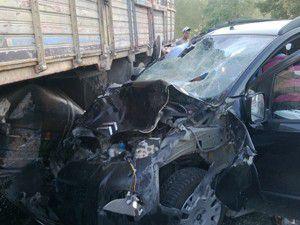 Kamyon ile kamyonet çarpıştı 5 yaralı