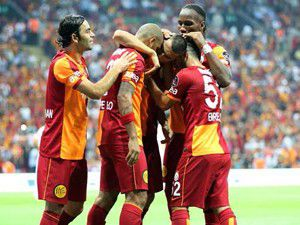 Galatasaray kaldığı yerden devam ediyor: 2-1