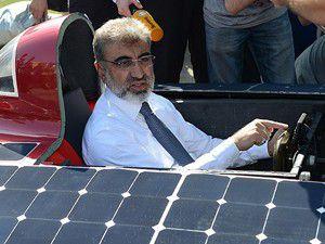 Bakan Yıldız güneş enerjili araba kullandı