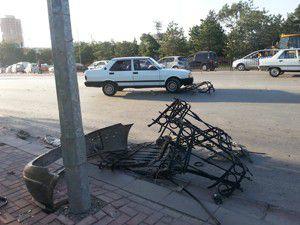 Otomobil karşı şeritteki araca çarptı; 2 yaralı