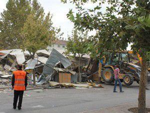 Konyada seyyar satıcıların barakaları yıkıldı