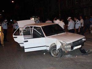Dur ihtarına uymayan alkollü sürücü kaza yaptı