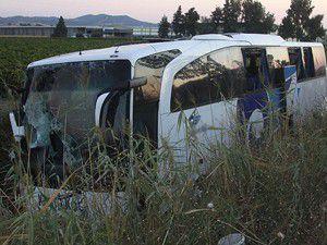 Yolcu otobüsü devrildi: 46 yaralı