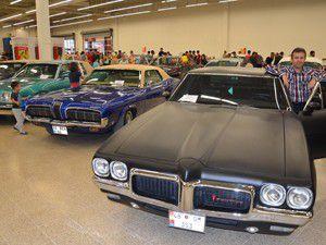 Klasik otomobil tutkunları Konyada buluştu
