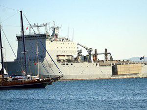 "İngiliz savaş gemisi ""Mounts Bay"" Bodrumda"