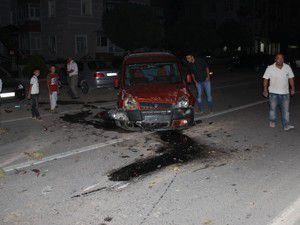 Konyada ticari araç devrildi 2 yaralı