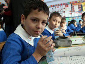 Anaokulu ve ilkokul öğrencilerine süt dağıtılacak