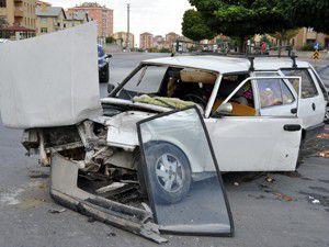 Ambulans otomobille çarpıştı 5 yaralı