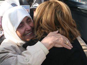 Konyaya dönen ilk hac kafilesi gözyaşlarıyla karşılandı