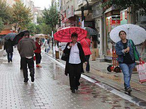 """Doğu Akdeniz için """"çok kuvvetli"""" yağış uyarısı"""