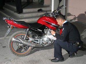 Uyuşturucu almak içi motosiklet çalmışlar