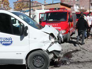 Savrulan araç kadınlara çarptı 5 yaralı
