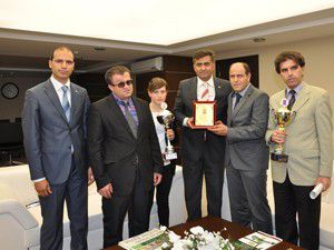 Şampiyonluk kupasını Başkan Kalaycıya getirdiler