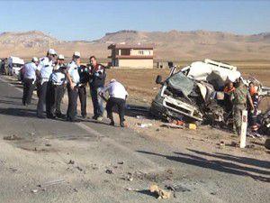 İki ayrı kazada 3 öğrenci öldü