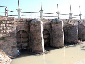 Seydişehirde tarihi taş köprü onarılmayı bekliyor