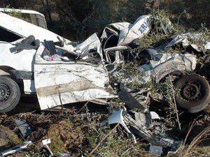 Kütahyada minibüsle tır çarpıştı: 9 ölü, 3 yaralı
