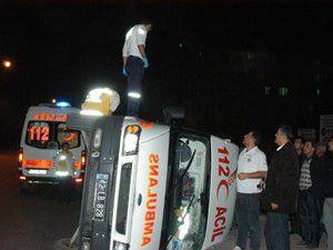 Konyada ambulans ciple çarpıştı: 5 yaralı