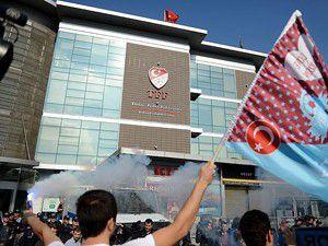 Trabzonsporlu taraftarlardan TFFye tepki
