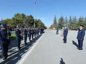 Davutoğlu askerlerin bayramını kutladı