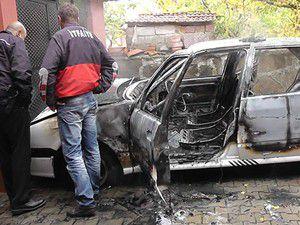 Arıza yapan otomobil yandı